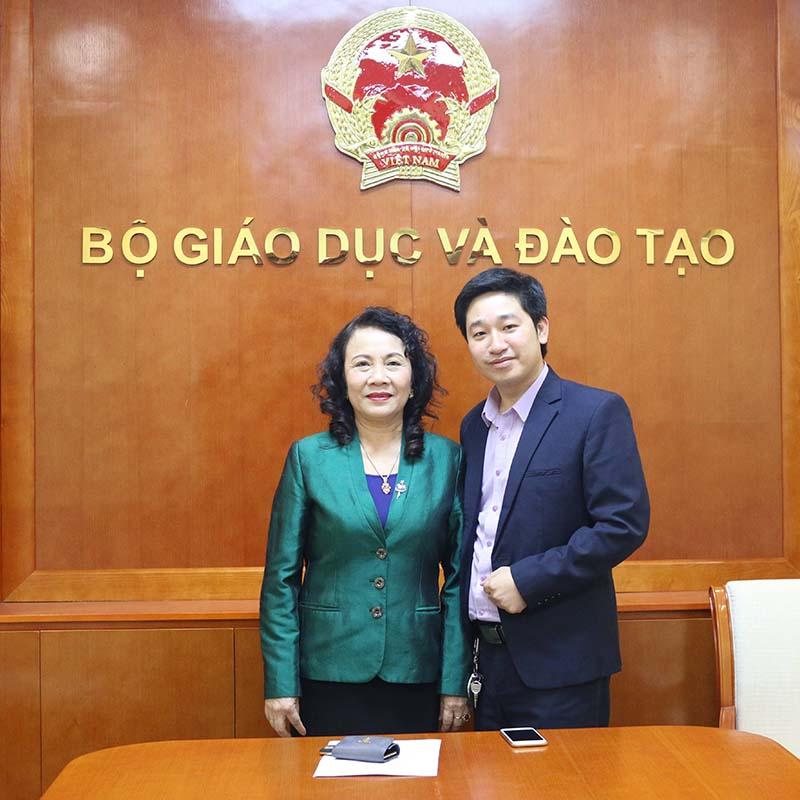 TGĐ Novaedu Đỗ Mạnh Hùng và Thứ trưởng Bộ GĐ&ĐT Nguyễn Thị Nghĩa