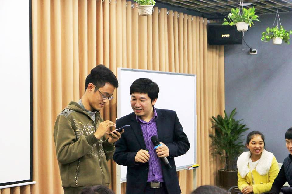 CEO ĐỖ MẠNH HÙNG - truyền đạt nhiều kiến thức cho học viên