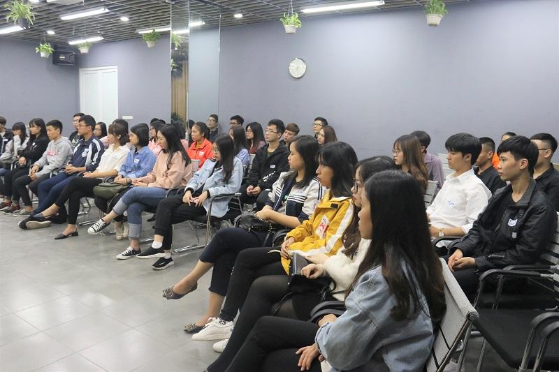 """Hội thảo """"Nghệ thuật thôi miên bằng ngôn từ"""" được tổ chức tại số 22, Thành Công, Ba Đình, Hà Nội"""