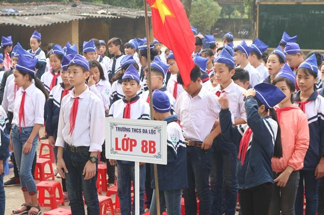 Rất đông các em học sinh trường THCS Đa Lộc lắng nghe buổi chia sẻ.