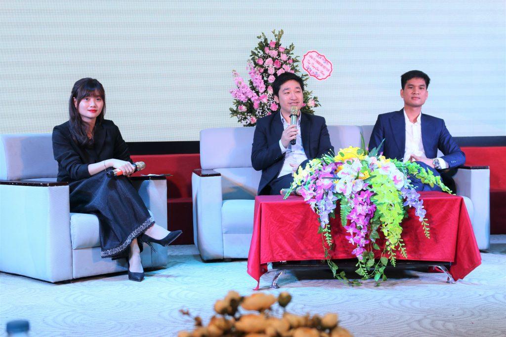 Các khách mời Đỗ Mạnh Hùng và Nguyễn Tiến Luật đã chia sẻ câu chuyện về quá trình tìm kiếm việc làm của mình.