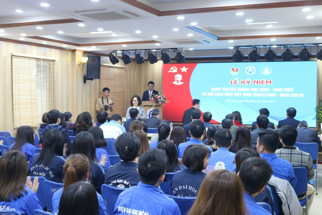 """""""Lễ kỷ niệm ngày truyền thống học sinh – sinh viên Việt Nam"""" và """"Ngày hội tư vấn và giới thiệu việc làm"""" do trường Đại học Mở tổ chức."""