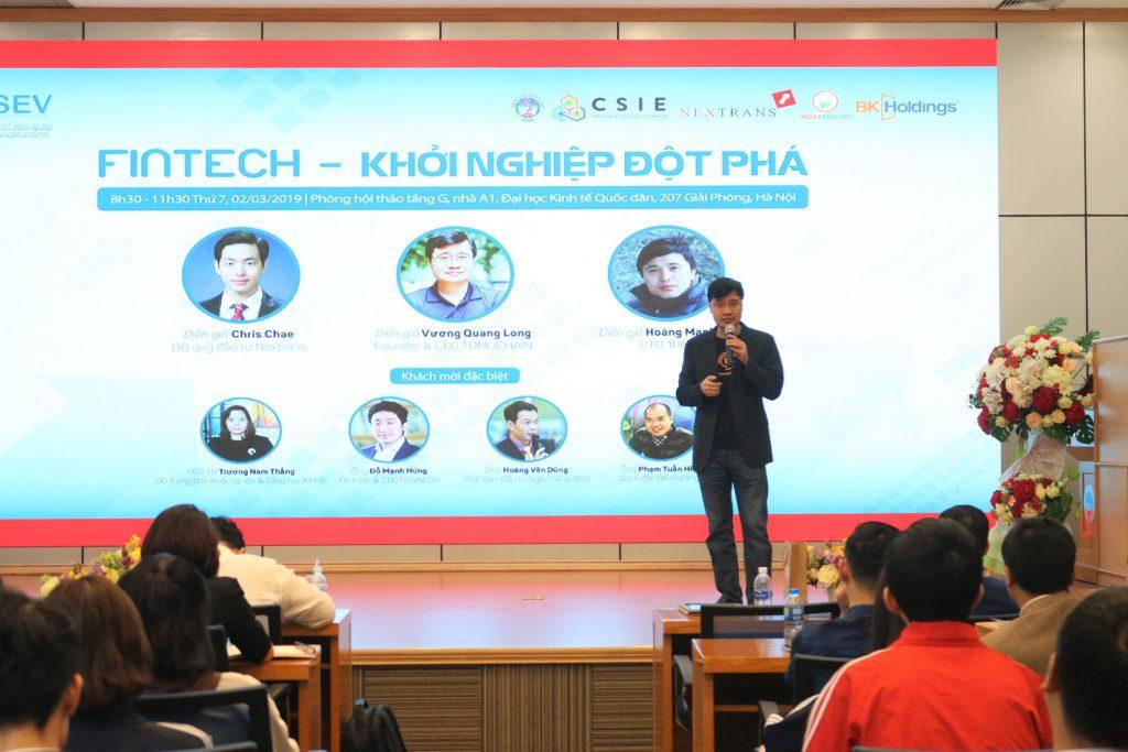 Diễn giả Vương Quang Long - Founder & CEO Tomochain trong một hội thảo khởi nghiệp từ Fintech