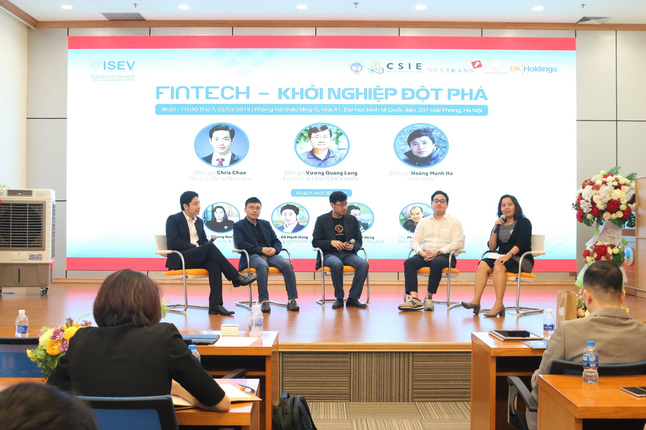 Các diễn giả trực tiếp trả lời câu hỏi của các khách mời tham dự Hội thảo.