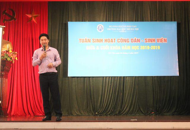 Doanh nhân - CEO Đỗ Mạnh Hùng chia sẻ với sinh viên trường Đại học Mở Hà Nội về cuộc cách mạng công nghiệp 4.0, giá trị bản thân, khởi nghiệp và chinh phục nhà tuyển dụng.