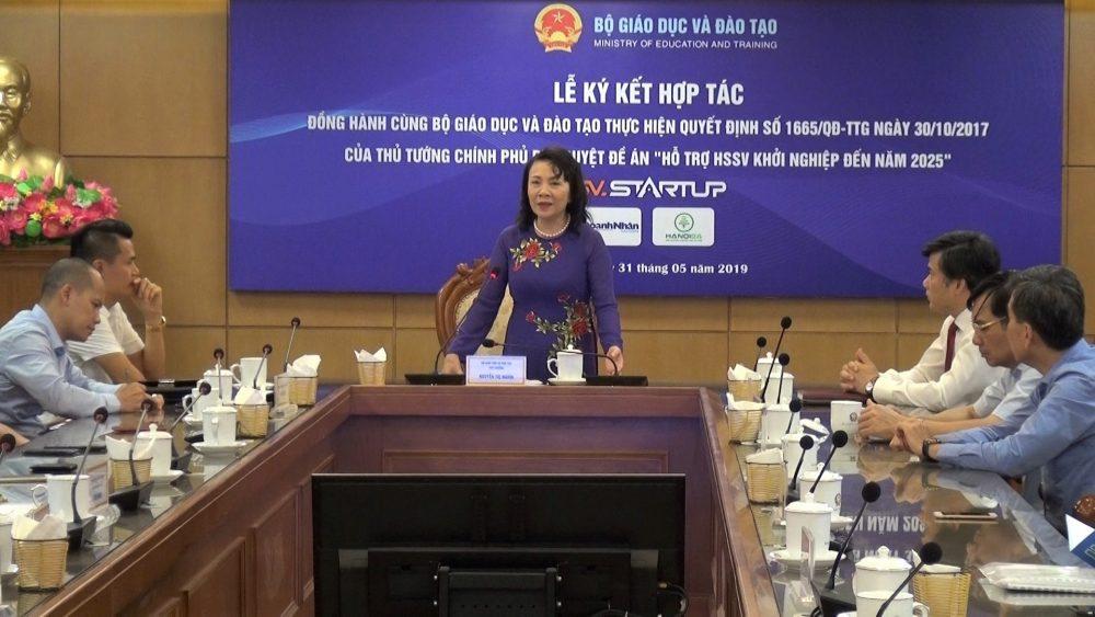 Thứ trưởng Bộ GD&ĐT Nguyễn Thị Nghĩa phát biểu tại buổi lễ ký kết.