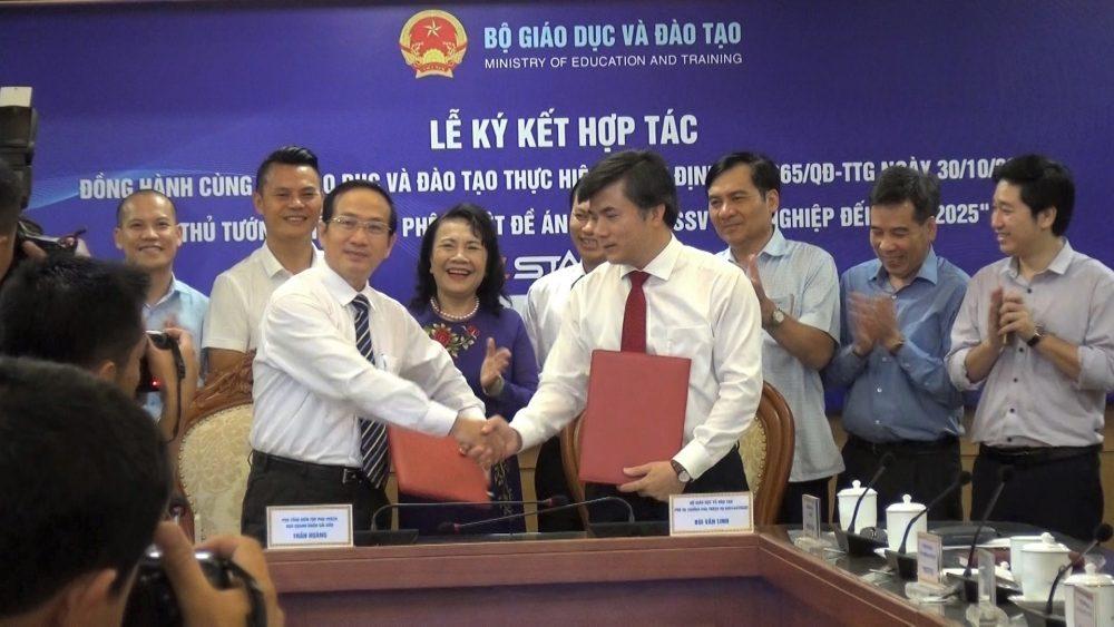 Bộ GD&ĐT ký kết với báo Doanh nhân Sài Gòn.