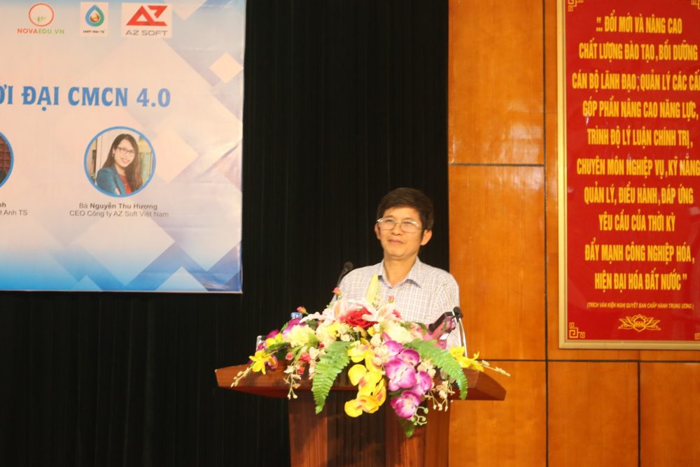 TS. Nguyễn Tiến Hùng - Trưởng Khoa Kinh tế phát biểu khai mạc chương trình.