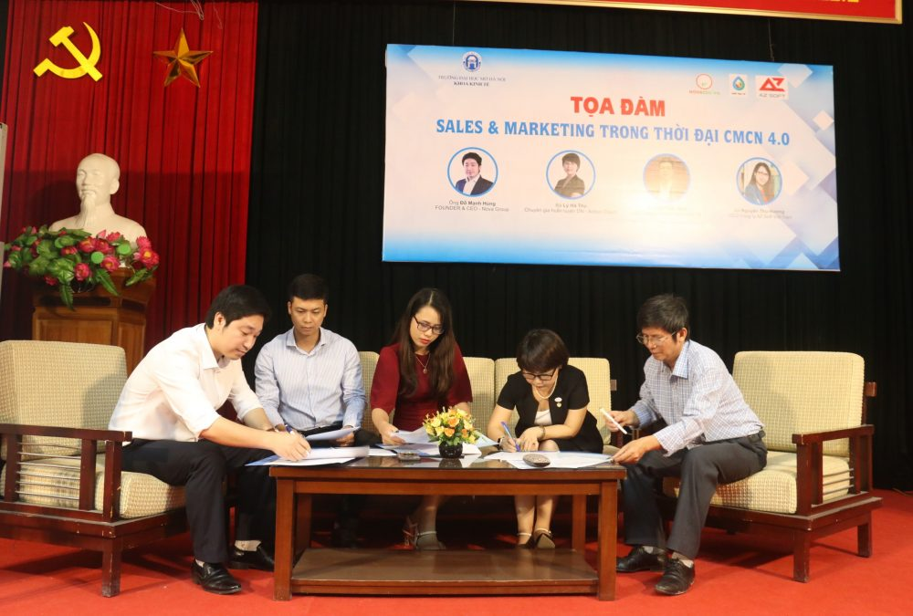 Khoa Kinh tế - Trường Đại học Mở Hà Nội ký kết hợp tác với các doanh nghiệp.