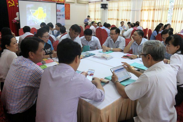 Các đại biểu sôi nổi thảo luận về chủ đề hỗ trợ học sinh khởi nghiệp.