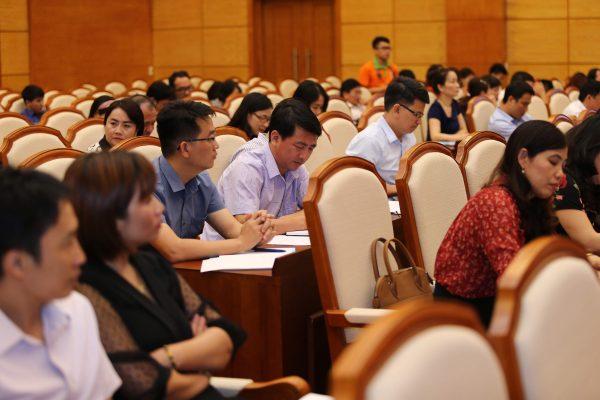 Đông đảo cán bộ giáo viên thuộc Sở GD&ĐT tỉnh Quảng Ninh tham gia buổi hội thảo tập huấn về hỗ trợ học sinh khởi nghiệp.