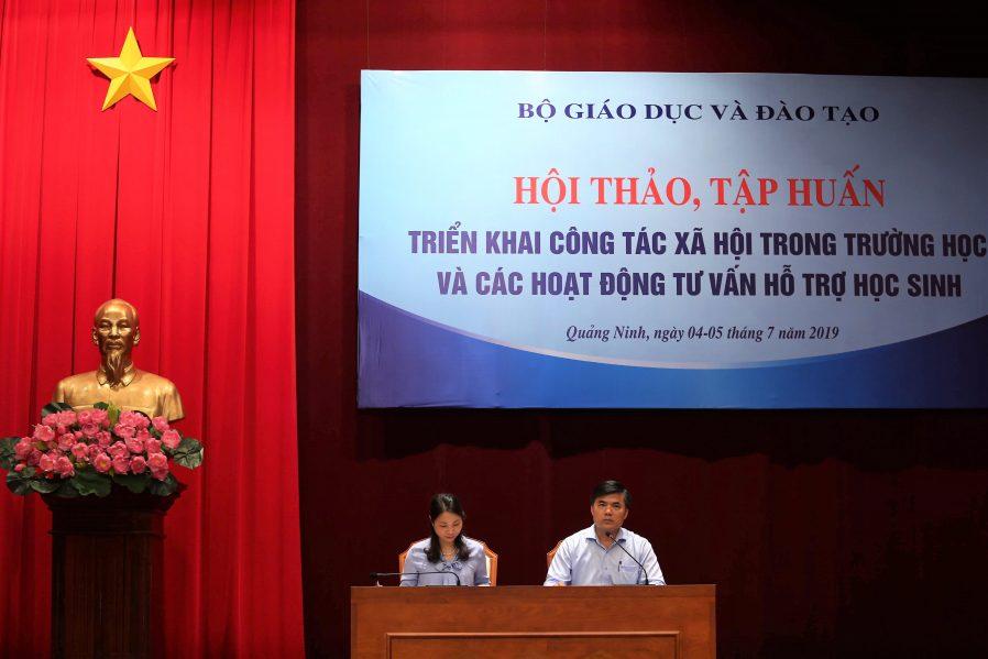 Ông Bùi Văn Linh và Bà Nguyễn Thị Thúy – Phó Giám đốc Sở GD&ĐT Quảng Ninh điều hành các đại biểu thảo luận.