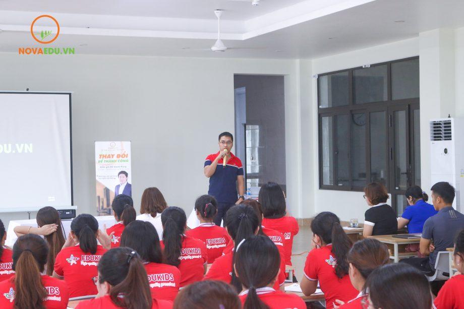 Ông Nguyễn Văn Trung - Chủ tịch Hội đồng Quản trị Trường Tiểu học và THCS Quốc tế Stephen Hawking đã phát biểu tại khóa đào tạo.