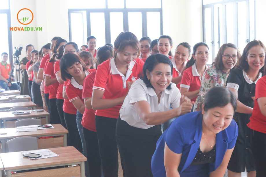 Gần 80 cán bộ giáo viên của HL Group tham gia chuyên đề đào tạo Bí quyết làm chủ cảm xúc của Novaedu.