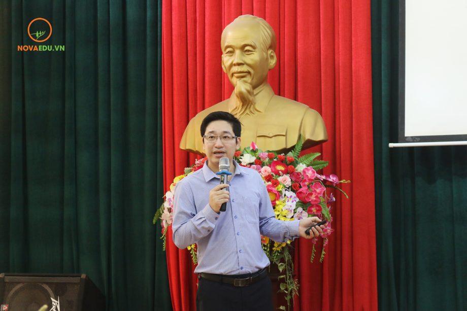 Ông Đỗ Mạnh Hùng - Tổng giám đốc Novaedu chia sẻ về kiến thức và vã năng hỗ trợ khởi nghiệp.