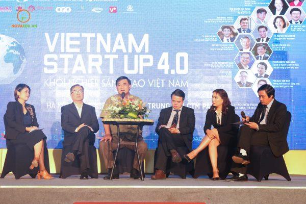 """Tọa đàm """"Doanh nhân Việt Nam ứng dụng 4.0 bước ra biển lớn"""""""