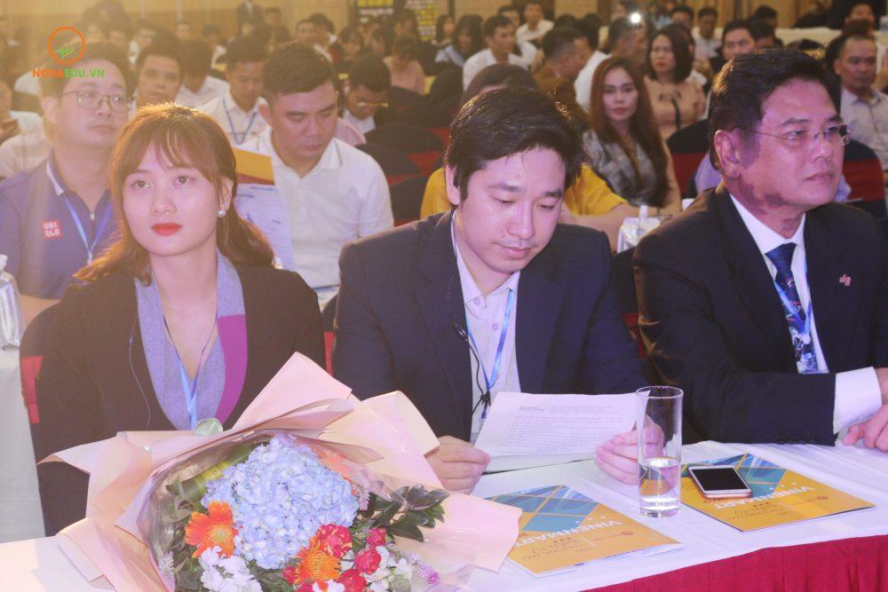 Ông Đỗ Mạnh Hùng (giữa) - Tổng giám đốc Novaedu - đơn vị đồng tổ chức sự kiện.