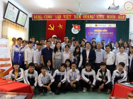 Chụp ảnh kỷ niệm giữa các Ban Ngành Lãnh đạo cũng thầy cô và em học sinh THPT đại diện cho toàn tình Ninh Bình