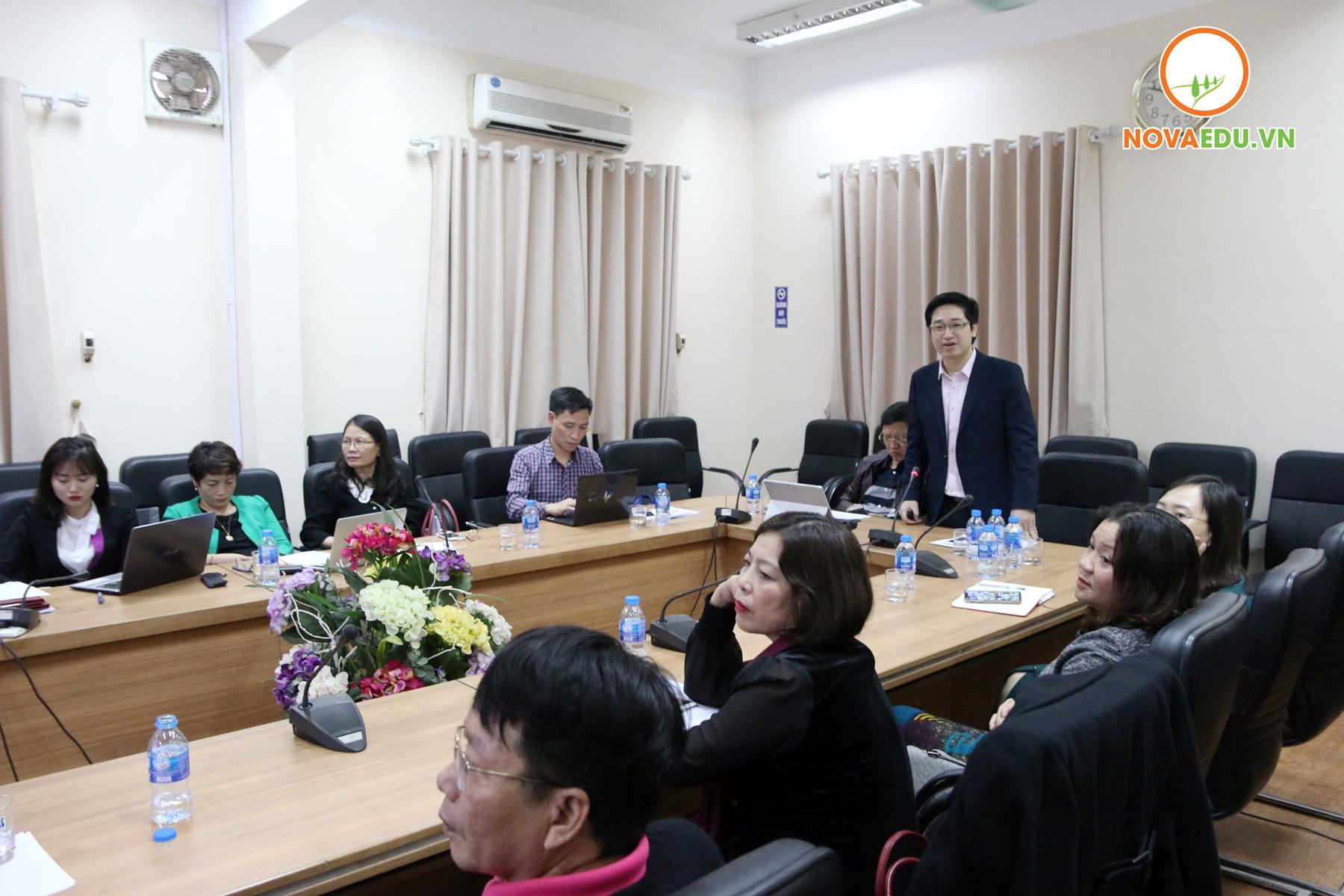 Ông Đỗ Mạnh Hùng - Tổng Giám đốc Novaedu tham luận về giá trị của nhà trường đạt được khi sinh viên tham gia vào hành trình  khởi nghiệp